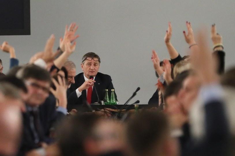 Głosowanie w Sali Kolumnowej wywołało masę kontrowersji /Adam Zwart /Reporter