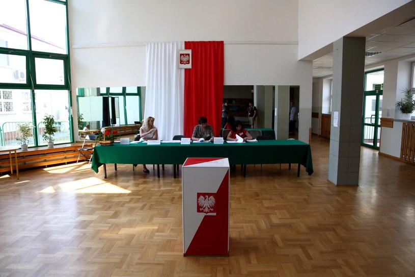 Głosowanie w wyborach do Parlamentu Europejskiego /Tomasz Gzell /PAP