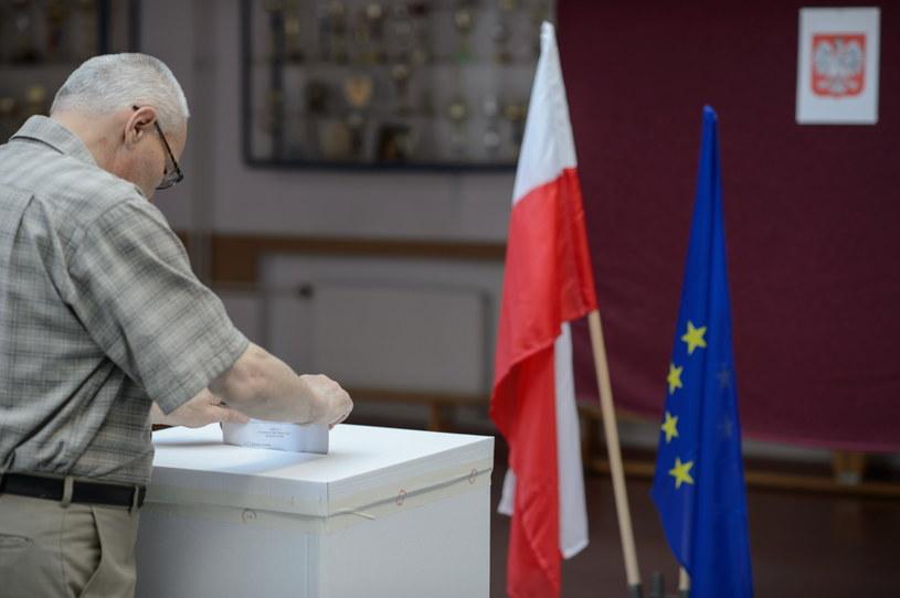 Głosowanie w wyborach do Parlamentu Europejskiego /Wojciech Pacewicz /PAP