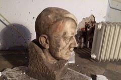 Głowa Hitlera autorstwa Josefa Thoraka znaleziona w Muzeum Narodowym