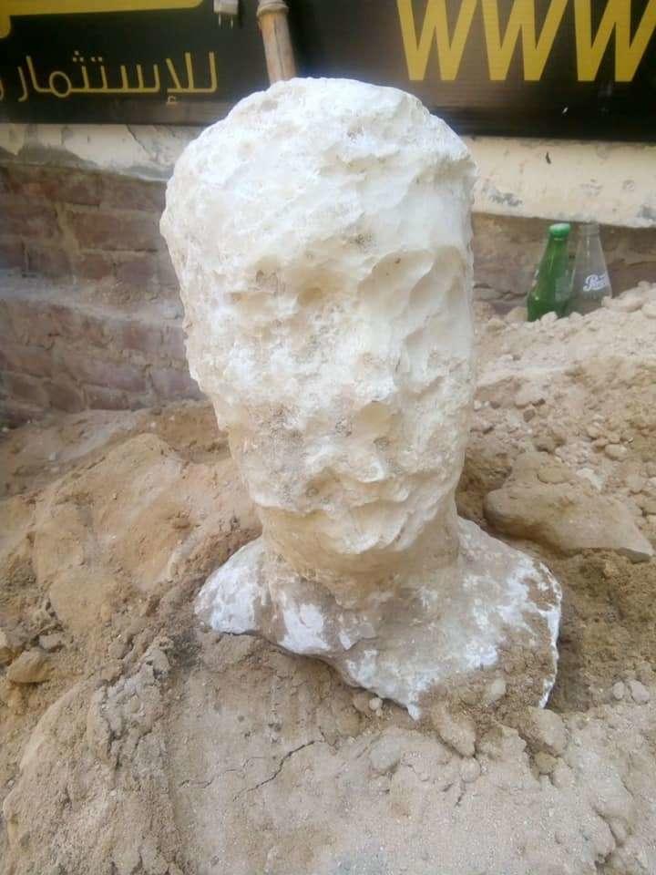 Głowa prawdopodobnego właściciela sarkofagu znaleziona nieopodal grobowca /materiały prasowe