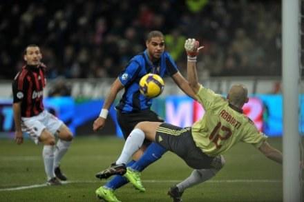 Główka, ręka i gol. Tak strzelał Adriano /AFP