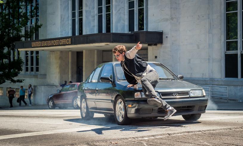 """Główną rolę w filmie """"Baby Driver"""" gra młody zdolny Ansel Elgort /materiały prasowe"""