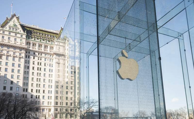 Główna siedziba Apple w Nowym Jorku. Koncern musi tłumaczyć się ze sposobu płacenia podatków w Europie /RICHARD B. LEVINE    /PAP/EPA