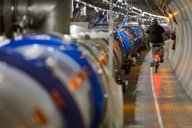 Główne cele, jakie stoją przed Wielkim Zderzaczem Hadronów to badania ciemnej materii, bozonu Higgsa oraz alternatywnych wszechświatów. /AFP