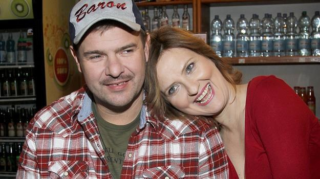 """Główne role w serialu """"Baron 24"""" grają Tomasz Karolak i Izabela Kuna / fot. Jordan Krzemiński /AKPA"""