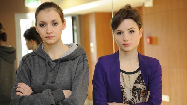 Główne role w spektaklu grają: Joanna Osyda (L) i Anna Próchniak (P) /East News