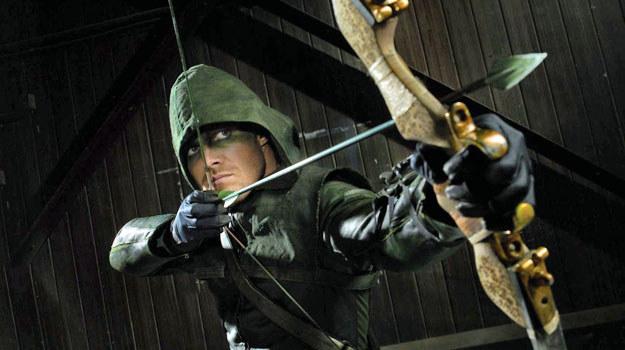 """Główny bohater serialu """"Arrow"""" /materiały prasowe"""