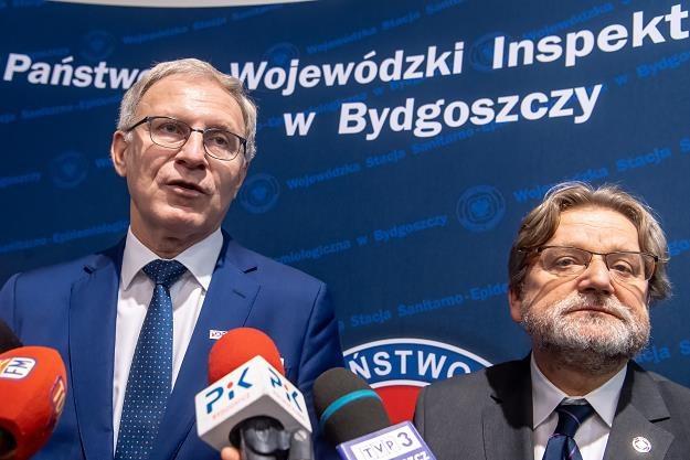 Główny Inspektor Sanitarny Jarosław Pinkas (P) i przew. komisji zdrowia poseł Tomasz Latos (L) /PAP