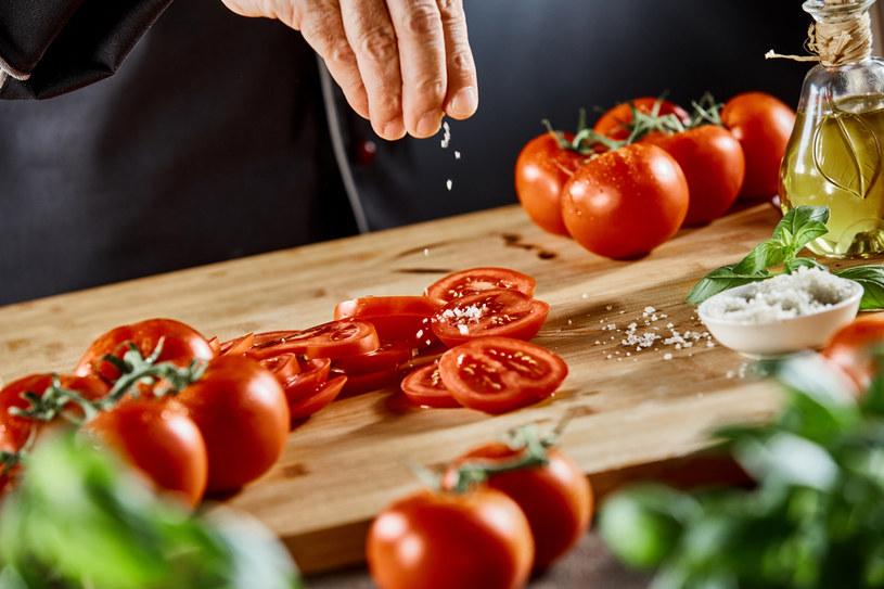 Głównym źródłem sodu w diecie jest sól /123RF/PICSEL
