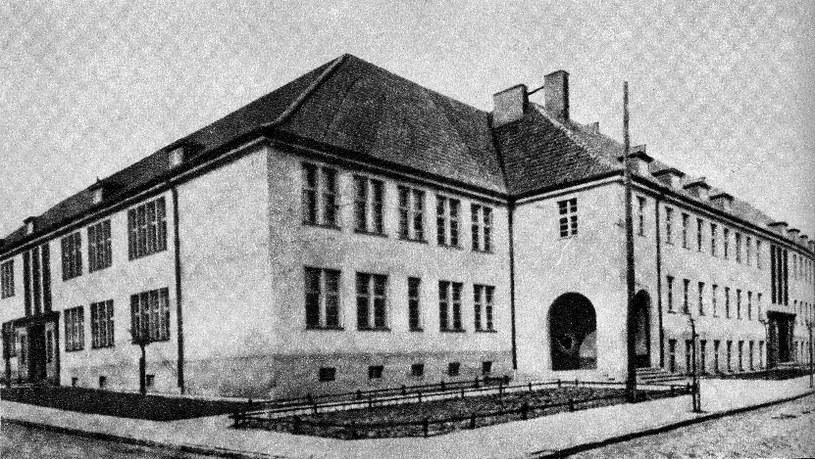 Gmach szkolny Polskiego Gimnazjum w Kwidzynie stał przy skrzyżowaniu dwóch ulic /Odkrywca /Odkrywca