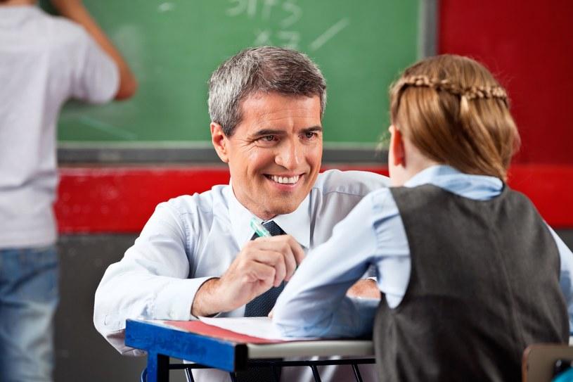 Gminy są hojne dla naszych nauczycieli. Raz w roku... /123RF/PICSEL
