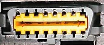 Gniazdo diagnostyczne OBDII we wszystkich autach ma 16 pinów i tę samą wielkość. To światowy standard. /Motor