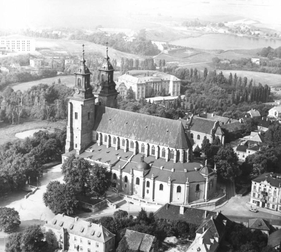 Gniezno. Katedra gnieźnieńska /Zbigniew Staszyszyn   /PAP