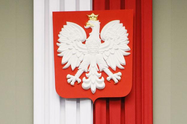 Godło i barwy narodowe w Sejmie /AFP