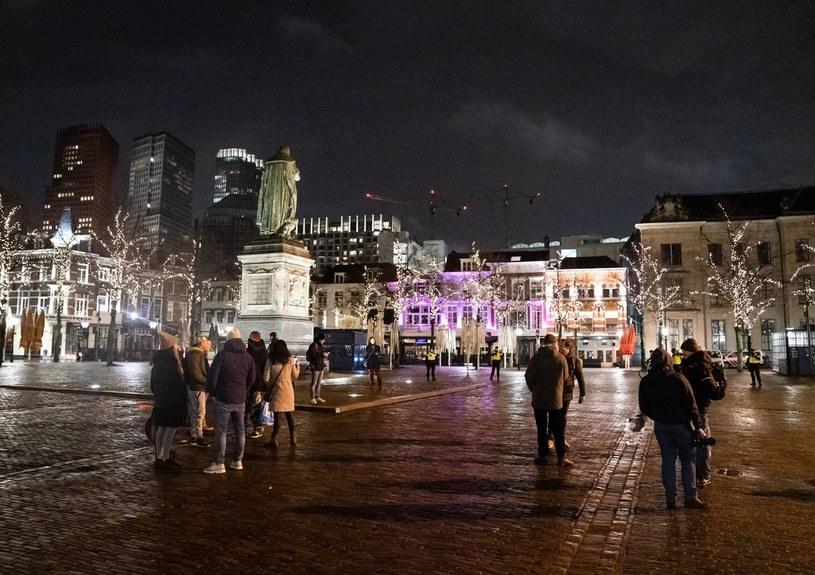 Godzina policyjna w Holandii nie została na razie zniesiona /BART MAAT / ANP /AFP
