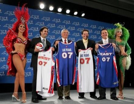 Goerge Maloof (drugi z lewej) /AFP