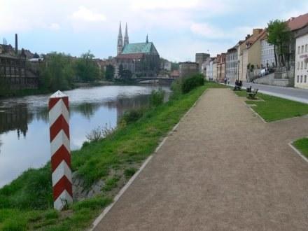 Goerlitz - polska strona. Za rzeką - Niemcy/Fot. Z. Szczerek /INTERIA.PL
