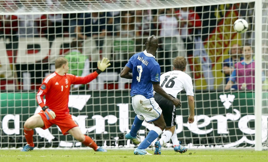 Gol Mario Balotellego w meczu Niemcy - Włochy, 28 czerwca / /PAP/EPA