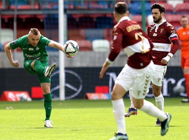 Gola na 1:0 dla Warty zdobył Jan Grzesik /Andrzej Grygiel /PAP