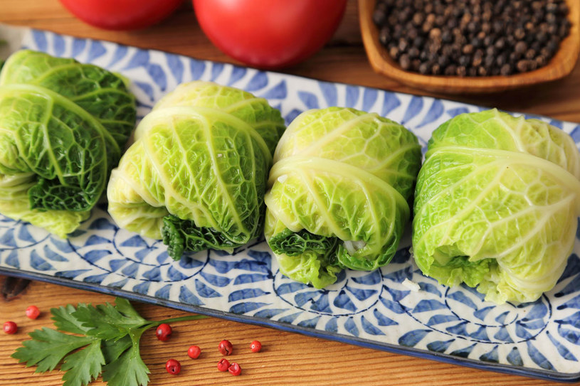 Gołąbki po chińsku podawaj z dipem lub sosem chilli /123RF/PICSEL