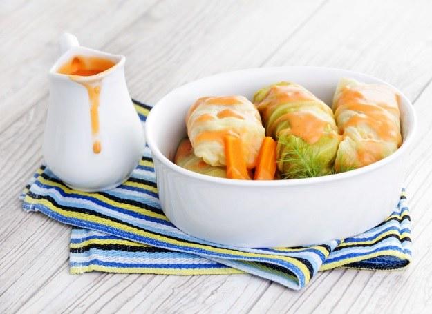 Gołąbki w sosie pomidorowym - przysmak wszystkich Polaków /123RF/PICSEL