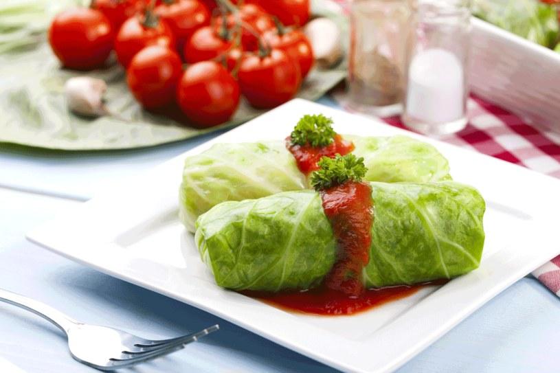 Gołąbki z grzybami w pomidorach /123RF/PICSEL