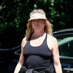 Goldie Hawn na spacerze