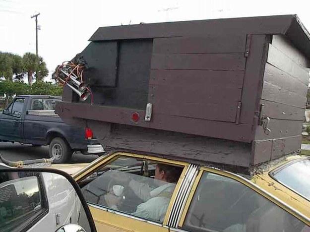Gołębnik na samochodzie