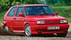 Golf Rallye z 1988 roku - sportowa odmiana z napędem na obie osie Syncro (sprzęgło wiskotyczne) i wspomaganym kompresorowo silnikiem 1.8 (160 KM). /Volkswagen