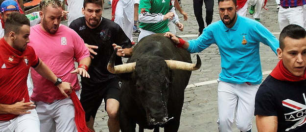 Gonitwa z bykami w Hiszpanii /DANIEL FERNANDEZ /PAP/EPA