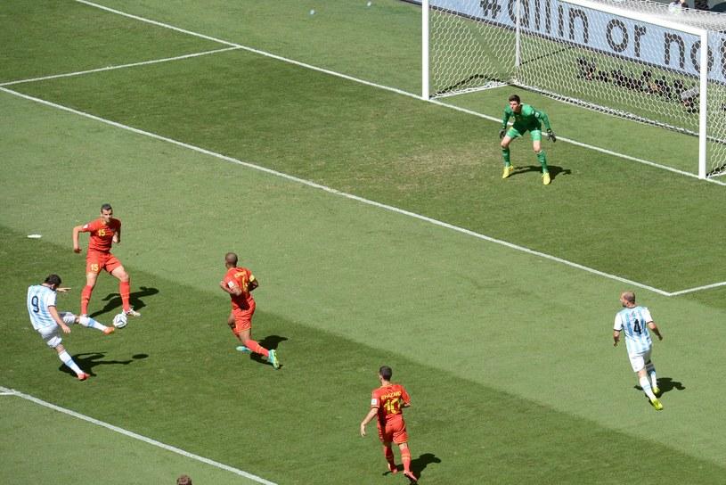 Gonzalo Higuain zdobywa gola /AFP