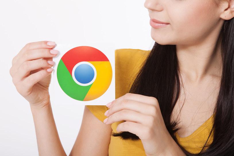 Google Chrome z trybem ciemnym /123RF/PICSEL