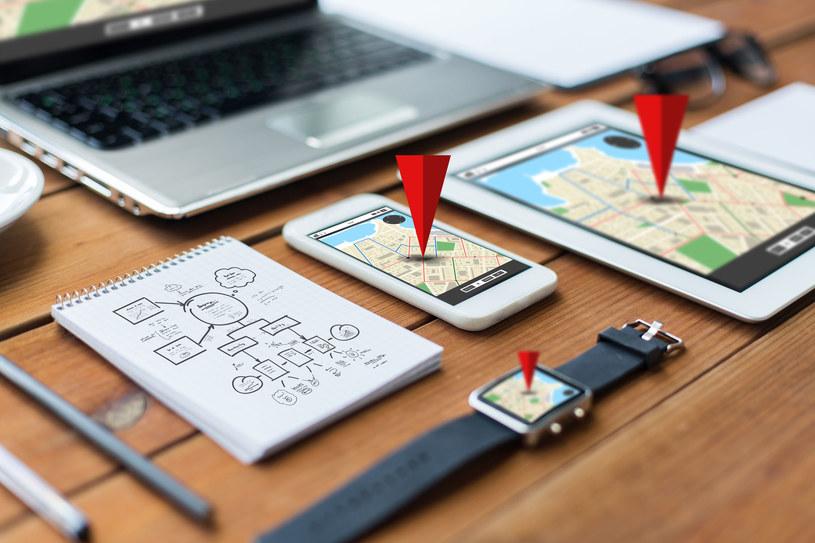 Google Maps jest dostępne na wielu urządzeniach /123RF/PICSEL