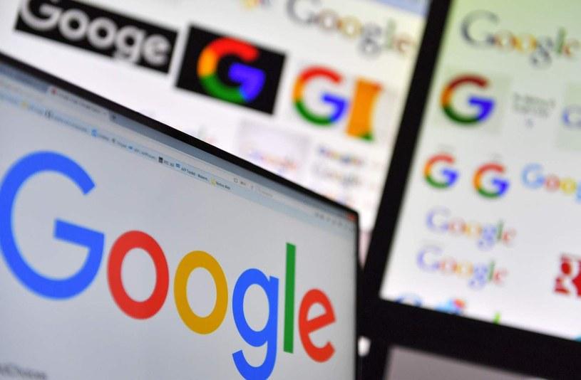 Google wprowadzi tryb ciemny do nowych aplikacji /AFP