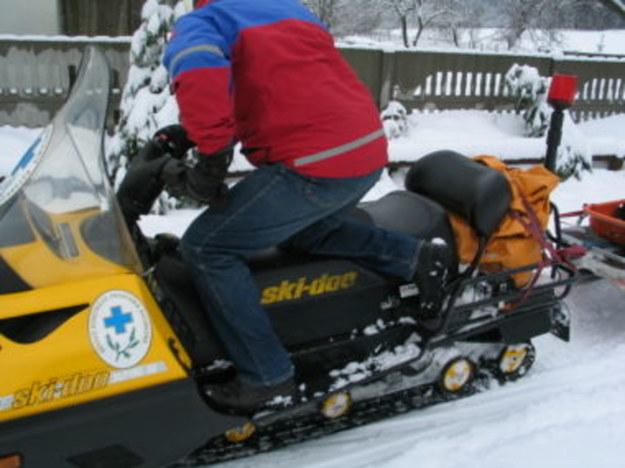 Śnieg odciął od świata wioskę w masywie Lubonia. Goprowcy dostarczyli mieszkańcom żywność