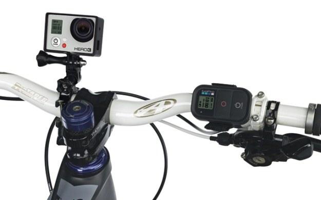 GoPro Hero można umieścić w różnych miejscach - rozwiązań są dziesiątki /materiały prasowe