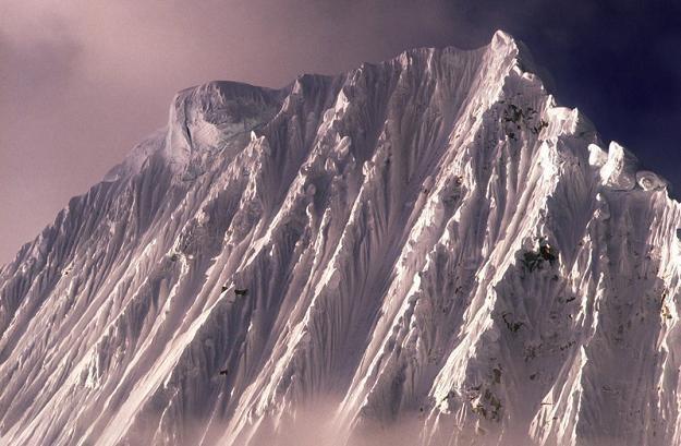 Góra Alpamayo w Andach peruwiańskich, fot. Marc Fasol /Reporter