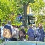 Góra Kalwaria: Autobus wjechał w drzewo, kierowca reanimowany