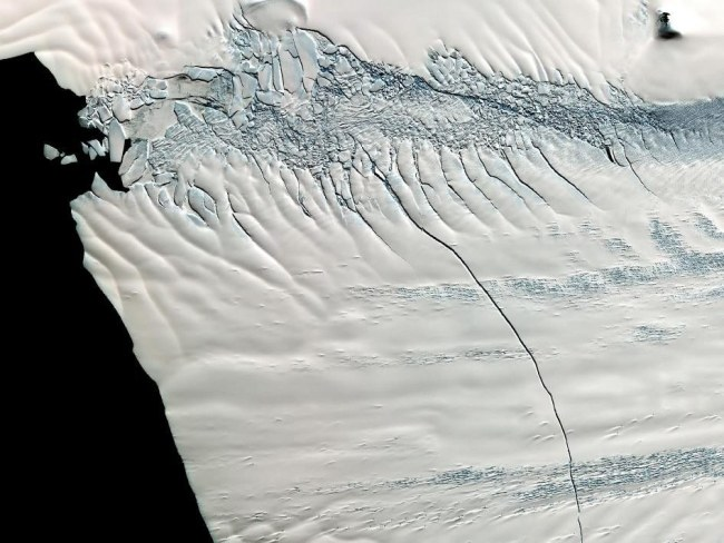 Góra oderwała się od lodowca Pine Island /PAP/EPA
