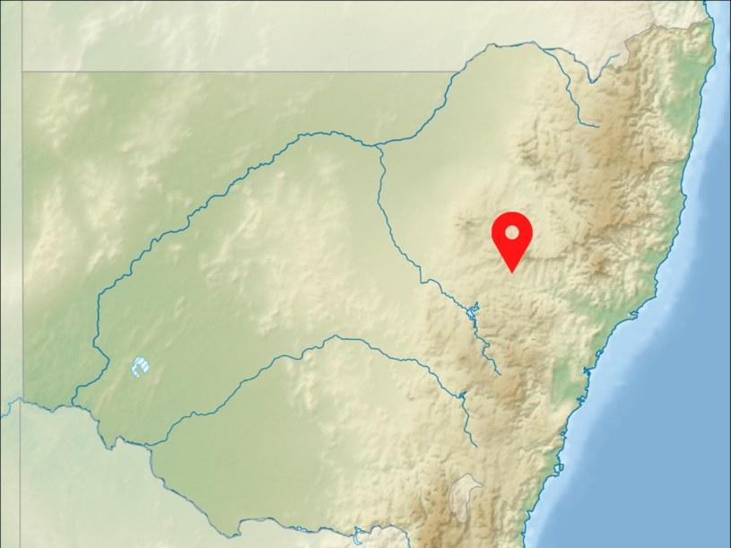 Góra Wingen, pod którą od sześciu tysięcy lat płonie niedający się ugasić pożar, znajduje się na wschodnim wybrzeżu Australii /Wikimedia Commons /domena publiczna