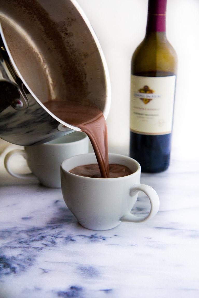 gorąca czekolada i wino /© Photogenica