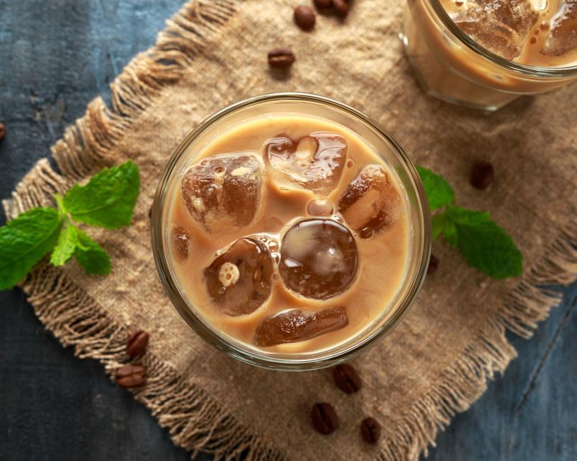 Gorąca kawa jest pyszna, ale mrożona wersja pozwala odkryć jej zupełnie nowy smak /123RF/PICSEL
