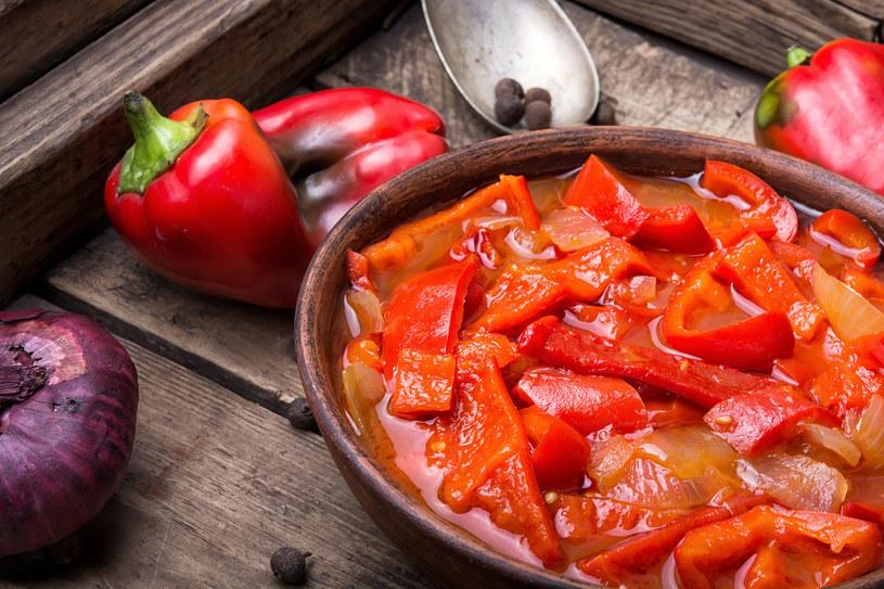 Gorąca kolacja wspaniale rozgrzeje i pomoże stanąć na nogi /123RF/PICSEL