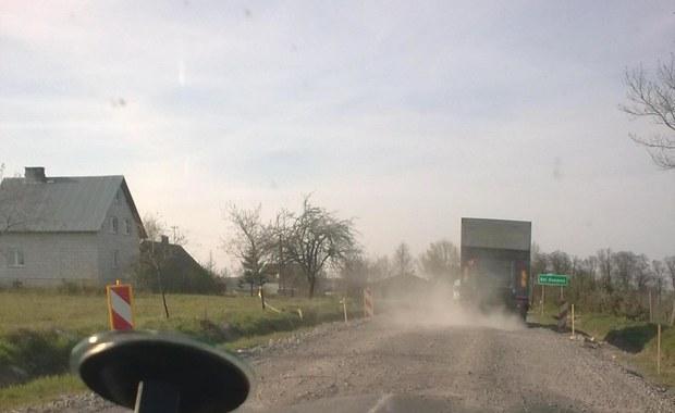 Gorąca Linia: Nasyp utrudnia jazdę, drogowcy nie interweniują