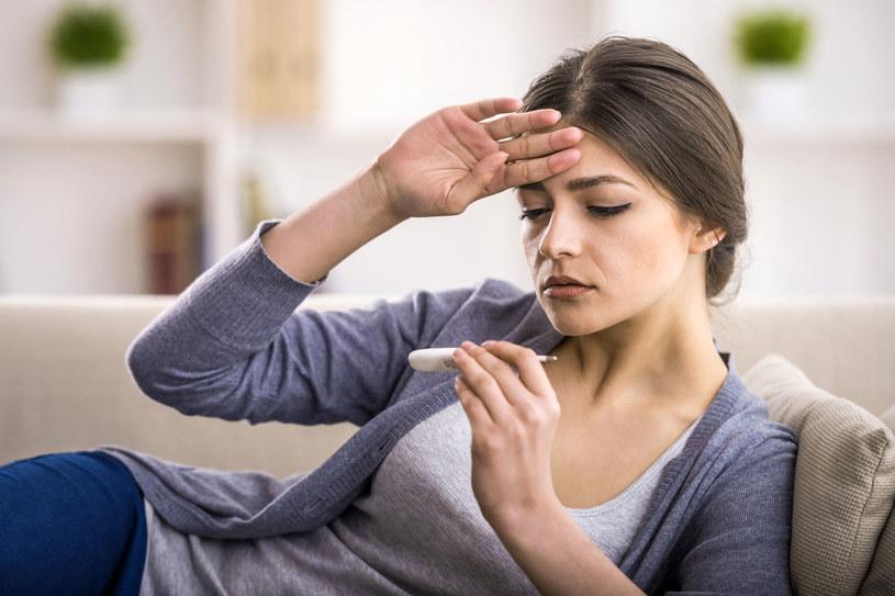 Gorączka podczas infekcji jest potrzebna i świadczy o dużej odporności. Gdy jednak trwa długo, może sygnalizować poważną chorobę /123RF/PICSEL