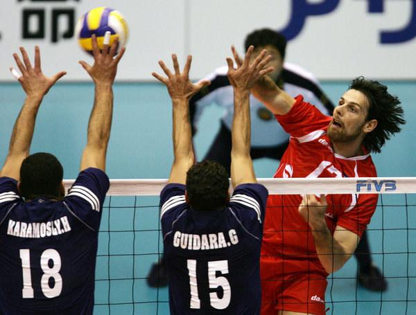 Goran Vujević w ataku /AFP