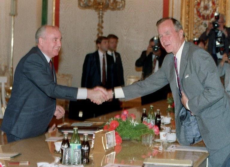 Gorbaczow i Bush w 1991 roku /AFP