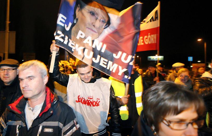 Górnicy KWK Bobrek Centrum, ich rodziny oraz mieszkańcy Bytomia protestują przeciwko likwidacji kopalni /Andrzej Grygiel /PAP