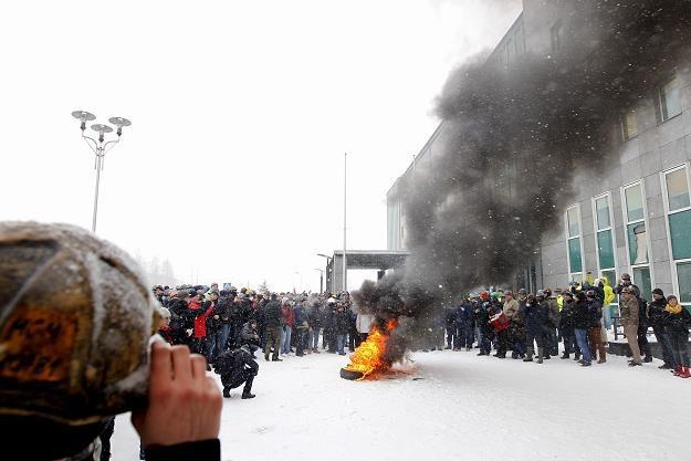 Górnicy protestują przed siedzibą Jastrzębskiej Spółki Węglowej /PAP